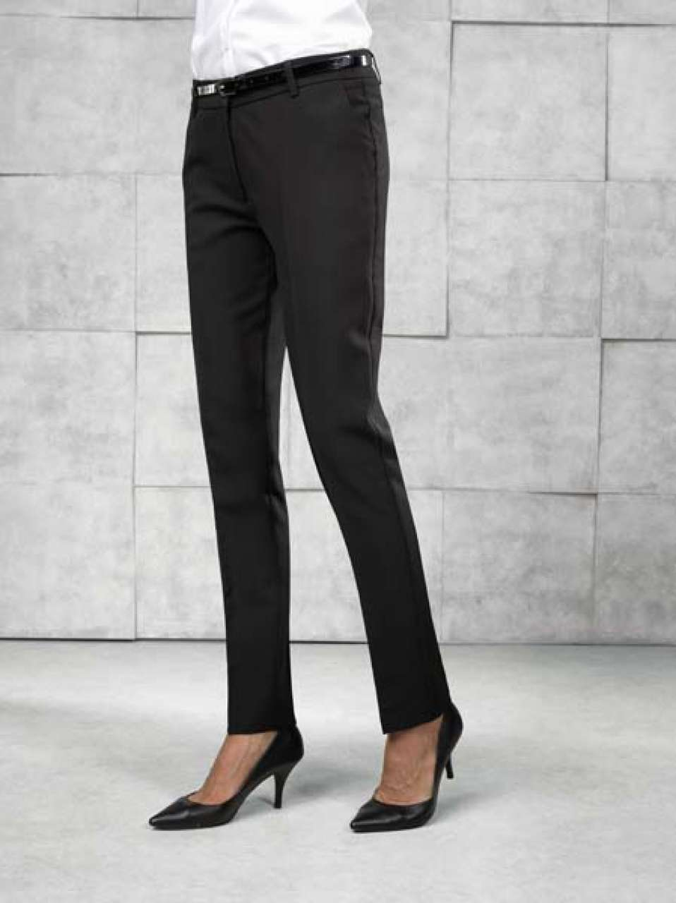 LADIES' LONG TAPERED LEG TROUSER