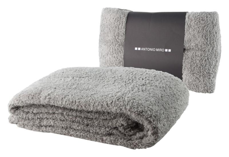 Kira blanket