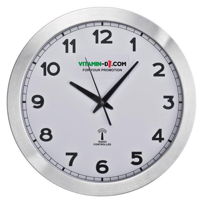 Round media clock made of metal