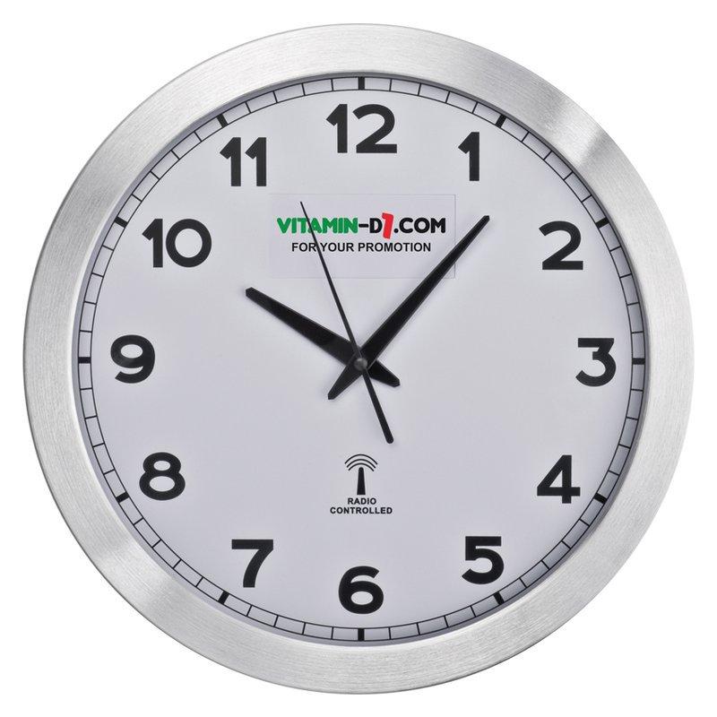 Round media clock of metal